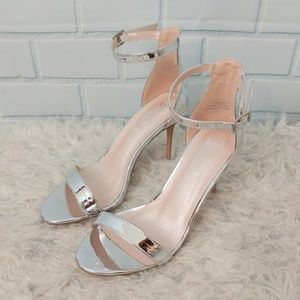 Angelina by De Blossom Emily Silver Heels - Size 6